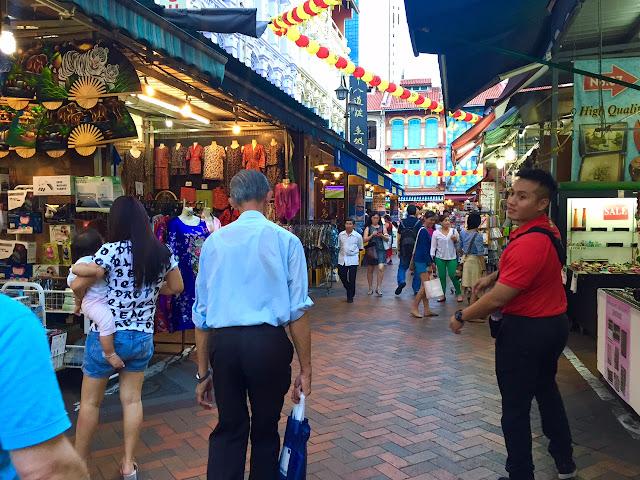 china town singapore walk the red lantern
