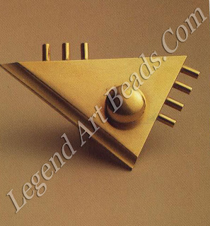 Gold clip brooch based on a design by Lambert-Rucki (1936-37).