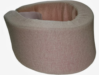 El collarin usado en el tratamiento de un esguince cervical