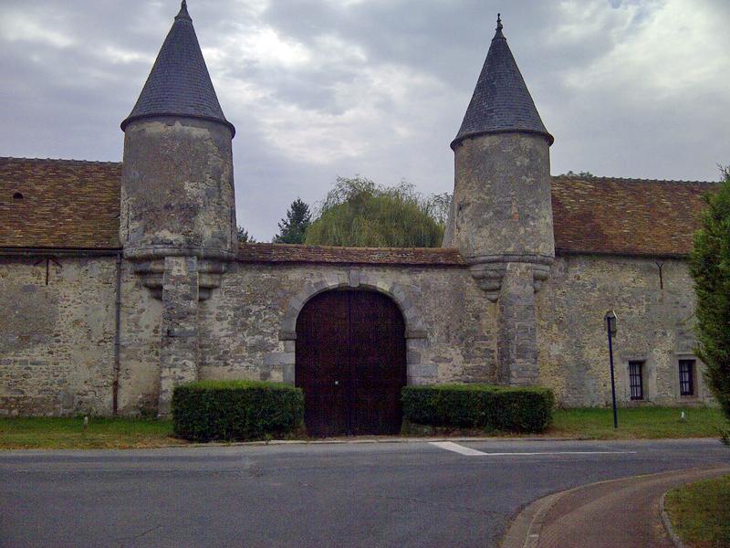 Ile de france walks wednesday 31 october from etampes to for Chateau etampes