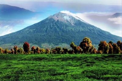 Gambar Pemandangan Alam Indonesia Gunung Kerinci (Jambi)