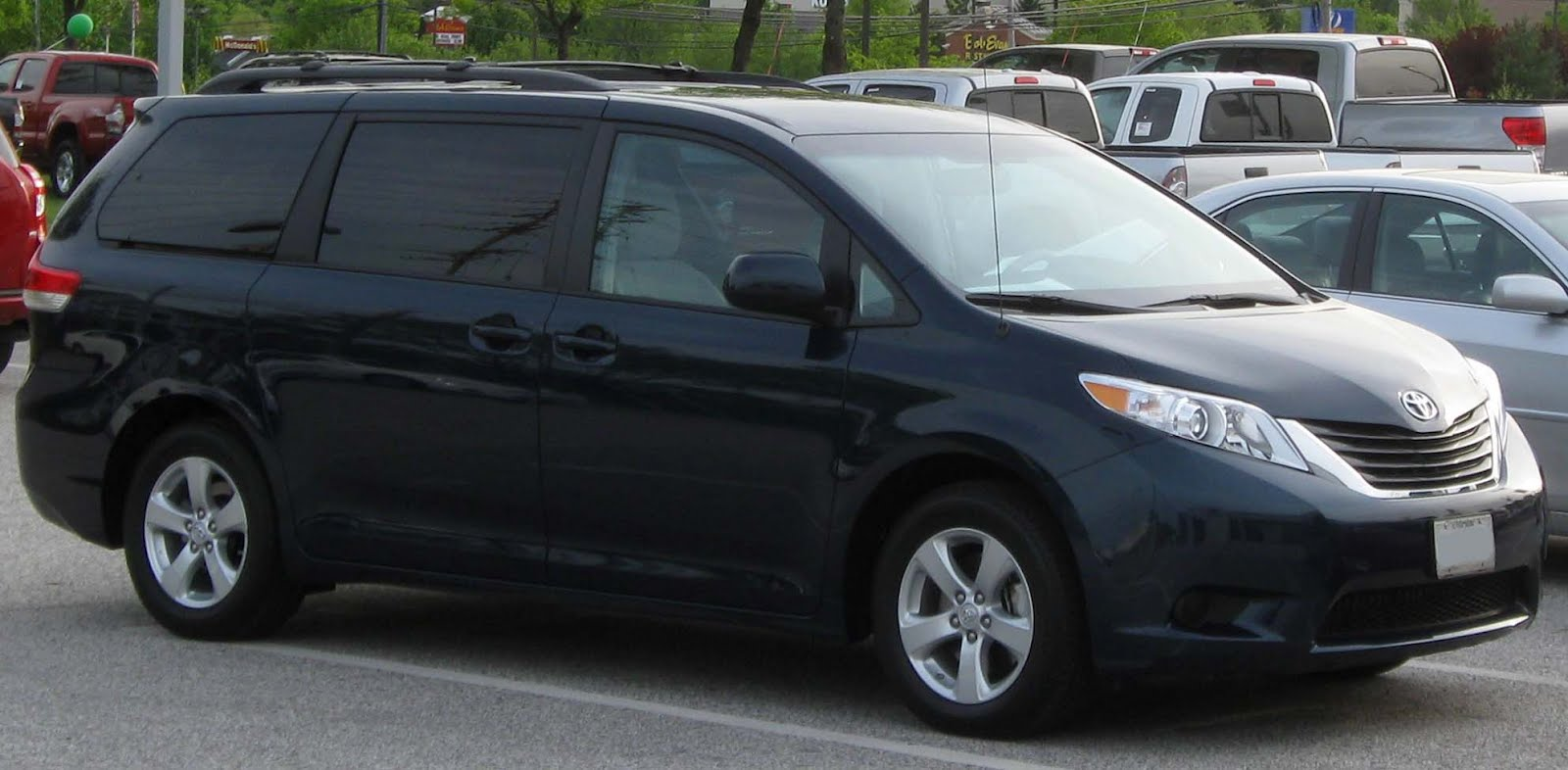 Toyota Sienna 2010-2018 Owners Manual: Before refueling the vehicle