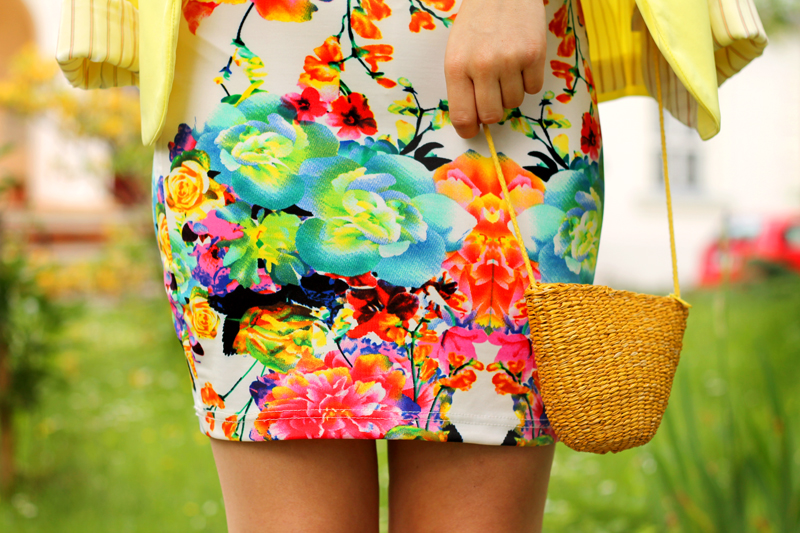kwiaty sukienka mala torebka
