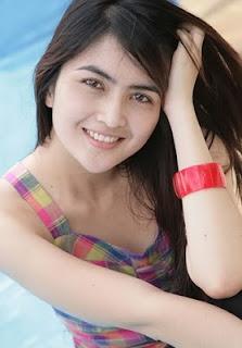artis cantik indonesia ida ayu kadek devie
