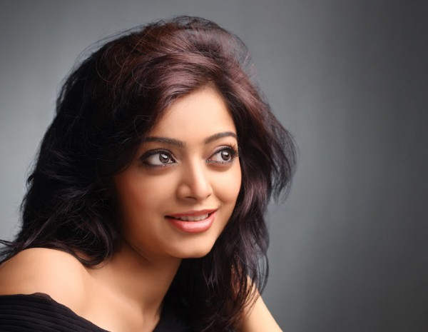 Janani Iyer New Look Photos