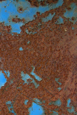iPhone 4 rusted metal wallpaper