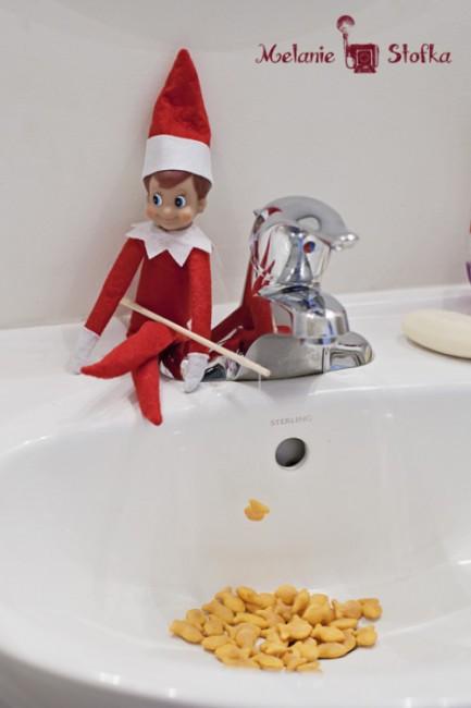 http://rockingmy365project.com/2012/12/04/elves-love-goldfish/