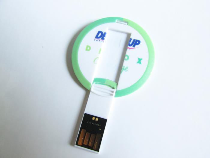 Demakup Detox Challenge USB Stick mit Tips für die Hautreinigung & Pflege