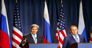 Russia's Foreign Minister Sergey Lavrov (R) and US Secretary of State John Kerry hold a news conference