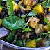 Vegetarischer Kichererbsensalat mit Mango und Karfiol