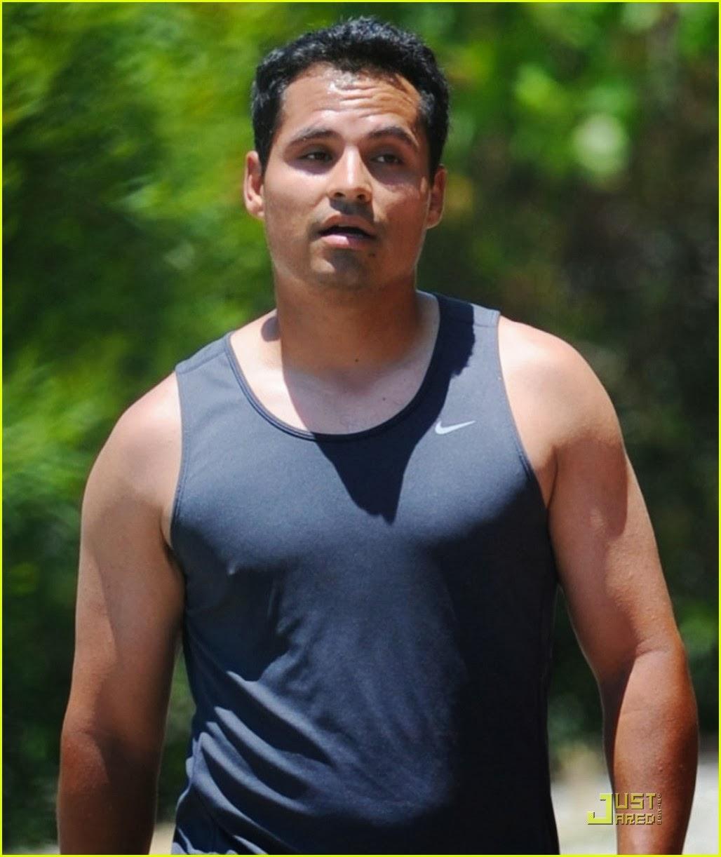 jake-gyllenhaal-joggin... Jake Gyllenhaal