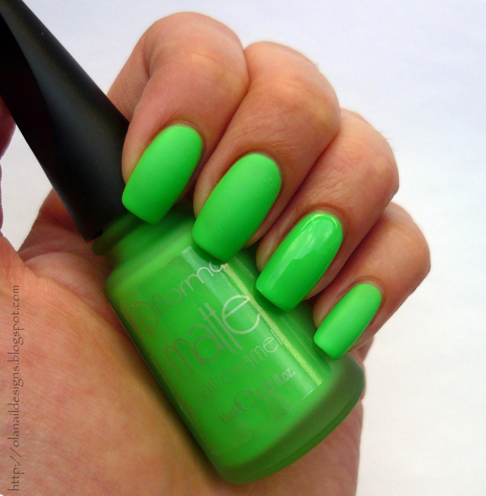matowa neonowa zieleń na paznokciach