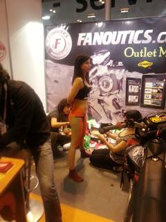 Los amigos de Fanoutics son distintos! Bodypainting para sus azafatas!
