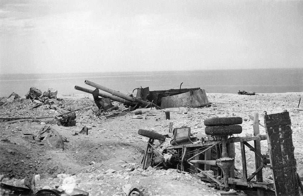 Уничтоженная башенная орудийная установка 35-й береговой батареи Севастополя