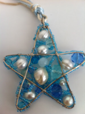 jewelry making: star pendant made of wire and bead