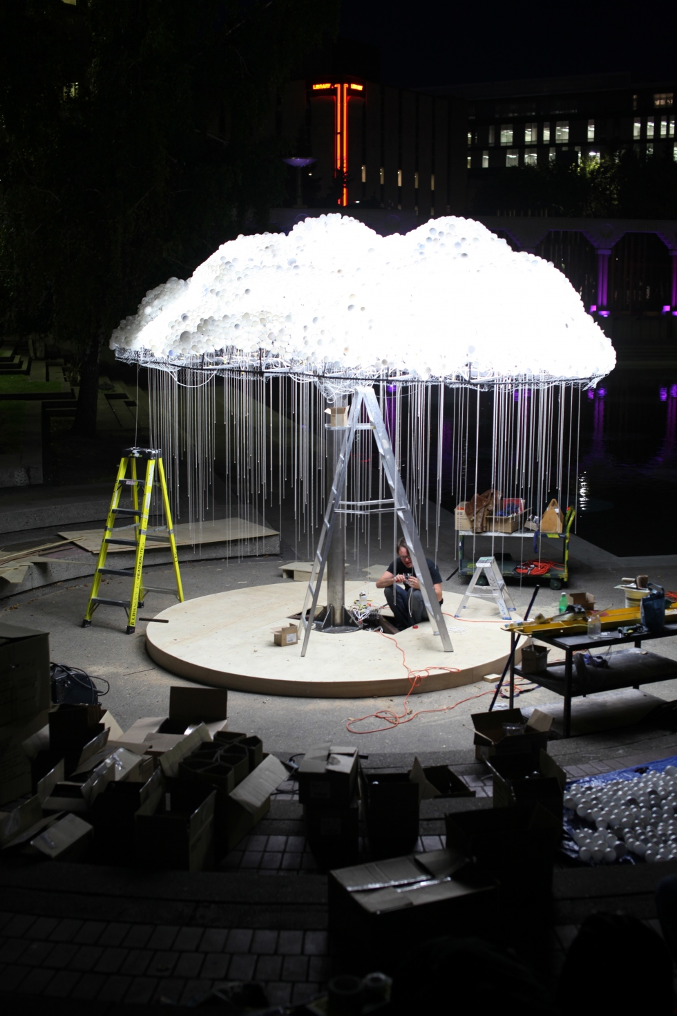 Amazing Cloud An Interactive Sculpture Made From 6 000 Light Bulbs Wake Up