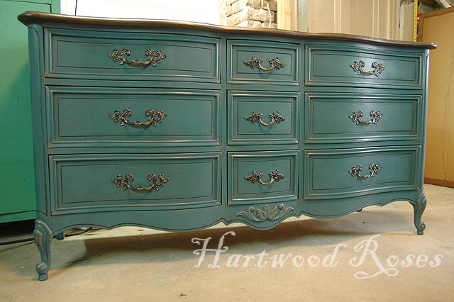 Hartwood Roses Waxing The Big Blue Dresser