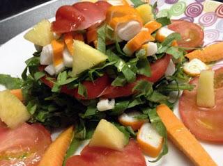 insalata di cicorino, ananas e surimi