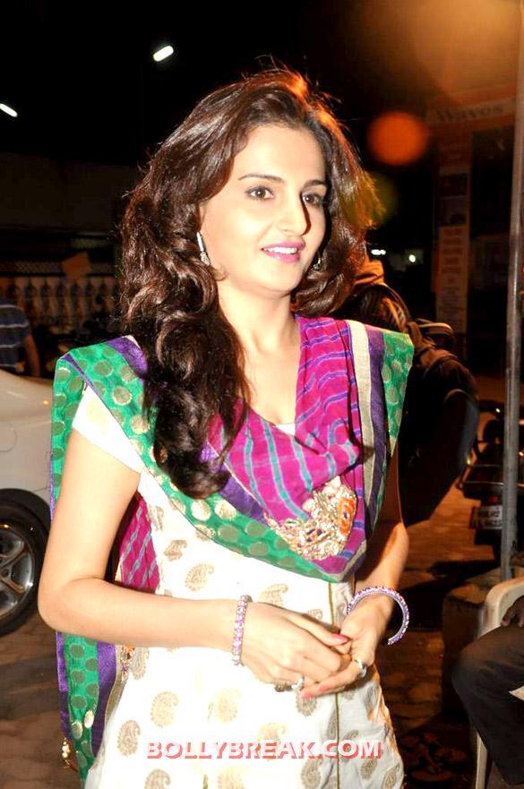 , Monica Bedi In Punjabi Suits Visits Andheri Cha Raja