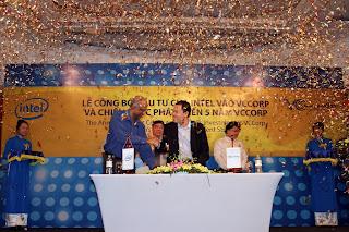 Pháo hoa và những tiếng vỗ tay vang dội của đông đảo quý vị quan khách và các nhân sự VCCorp cùng chúc mừng sự kiện đặc biệt này.