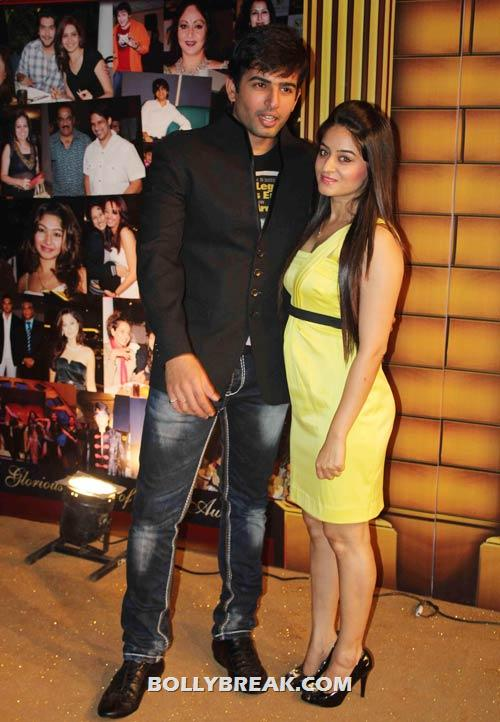 Jay Bhanushali and Mahi Vij - (7) - Star Gold television awards 2012 Pics