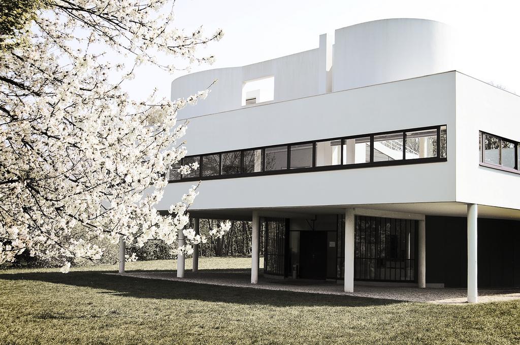 Twowheels villa savoye for Architecture le corbusier