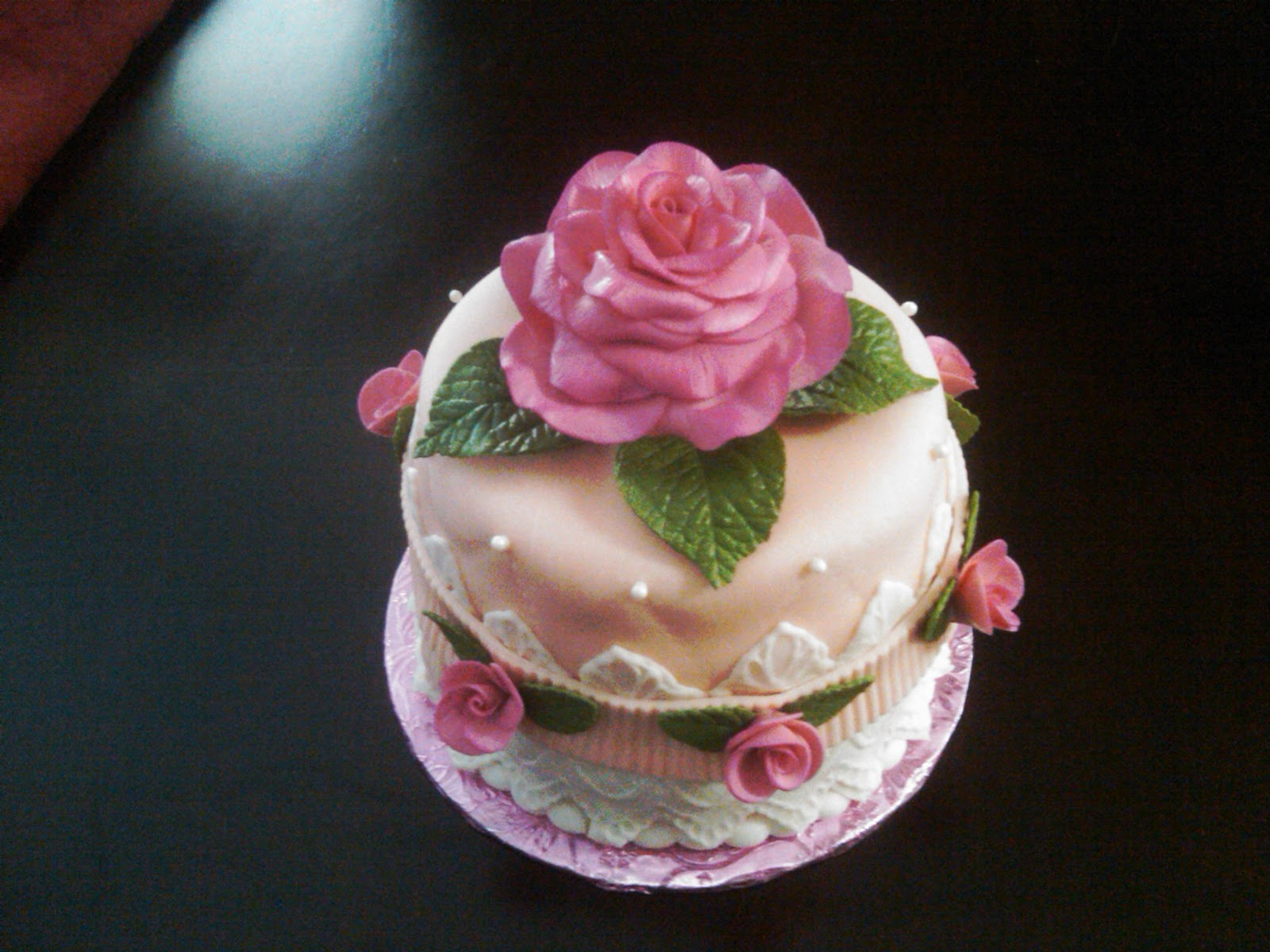 Cake Images Rose : Fabbylicious Cakes: Rose Birthday Cake