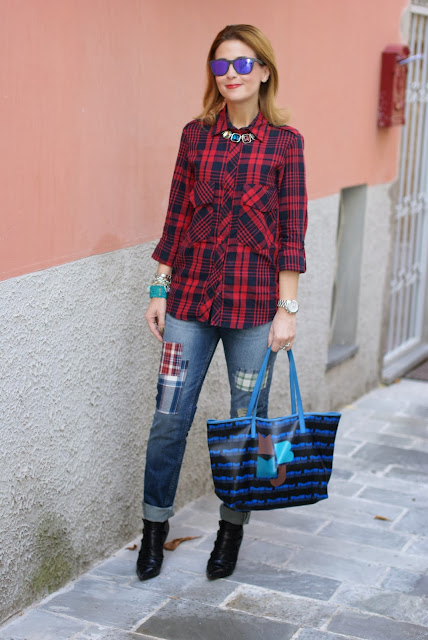 red plaid shirt, marc by marc jacobs tote bag, Oakley blue mirror sunglasses, Fashion and Cookies, fashion blogger