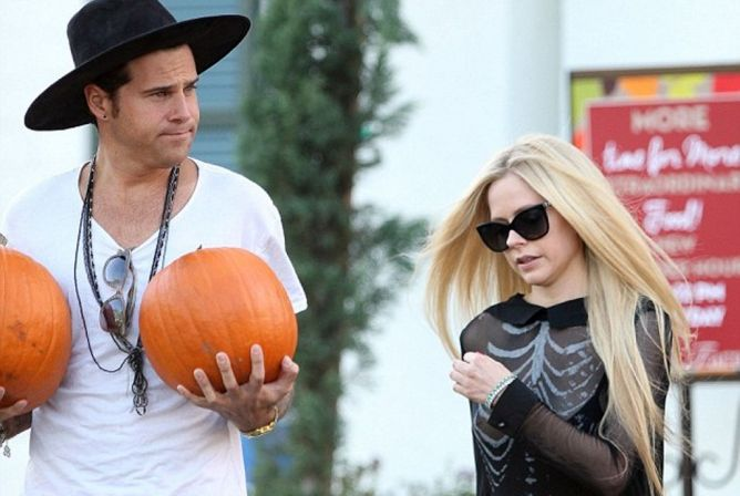 Avril Lavigne Mengalami Insiden Nip-Slip