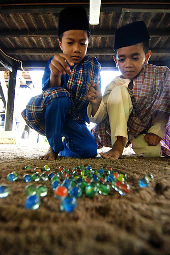 traditional games in malaysia essay Malaysia is a multi-ethnic, multicultural, and multilingual society, and the many ethnic groups in malaysia maintain separate cultural identities the society of malaysia has been described as asia in miniature.