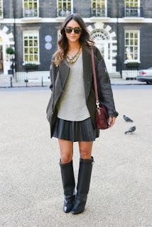 model baju dengan sepatu bootnya