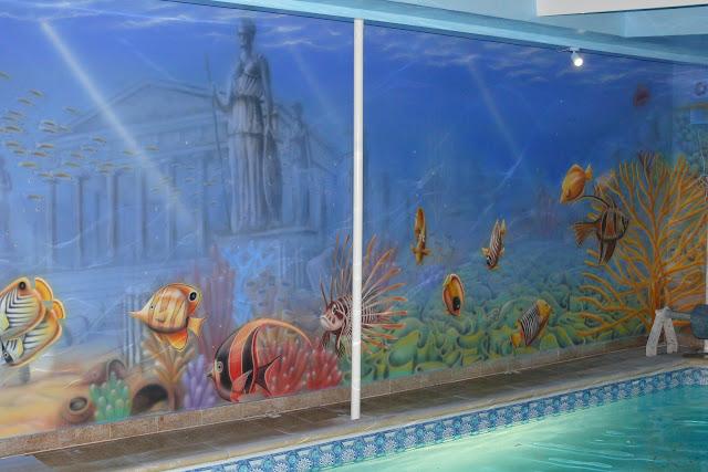 Malowanie rafy koralowej i rybek, mural ścienny 3D, artystyczne malowanie ściany