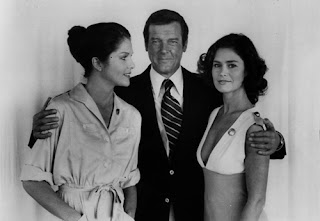 Lois Chiles - Roger Moore (007) - Corinne Clery