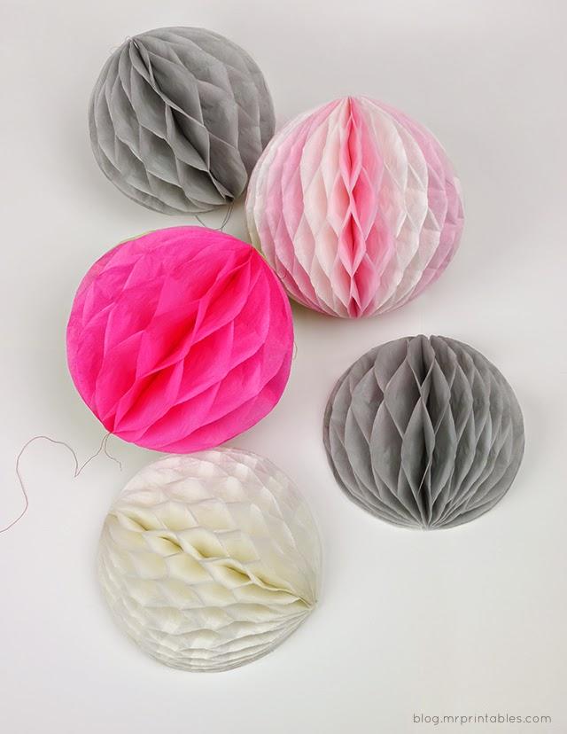 Varios pompones de papel de seda