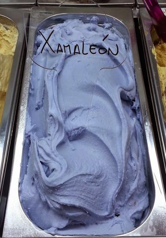 صورة لآيس كريم Xamaleon  داخل الثلاجة