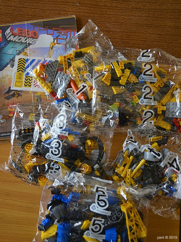 emmet's construct-o-mech - five bags one book