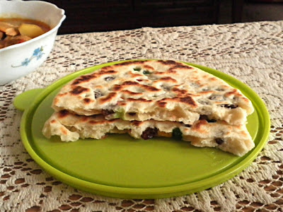 Naan Recipe @ http://treatntrick.blogspot.com