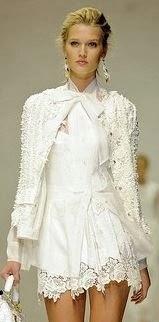 Biele z bialym swetrem