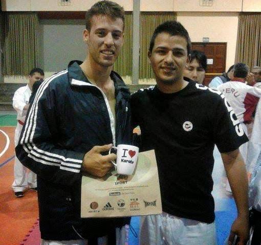 GEORGE TZANOS (Grecia) Campeon JUEGOS MUNDIALES 2009 SEMINARIO en Lima 2013, recibiendo un presente