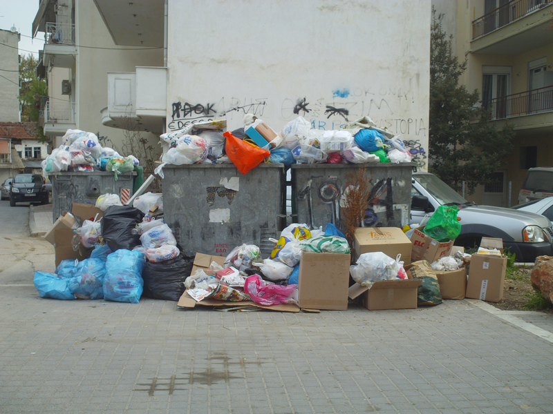 αμάζευτα σκουπίδια
