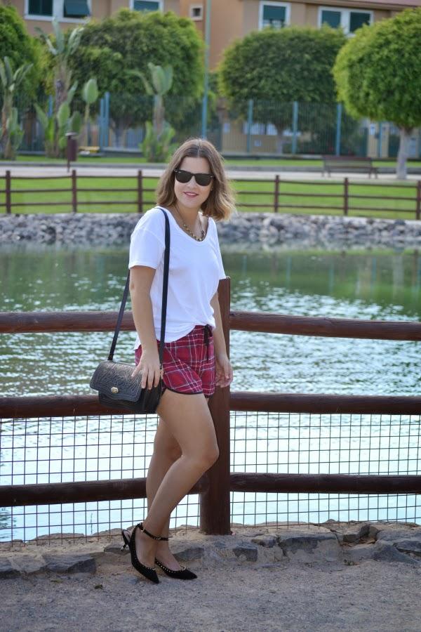 look_outfit_short_tartan_zapatos_pinchos_pico_zara_lolalolailo_01