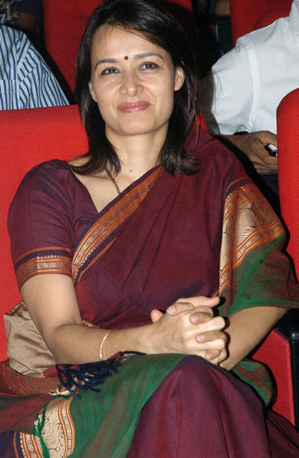 Amala Nagarjuna http://telugurangoli-mehandidesigns.blogspot.in/2012/01/celebraties-in-saree.html