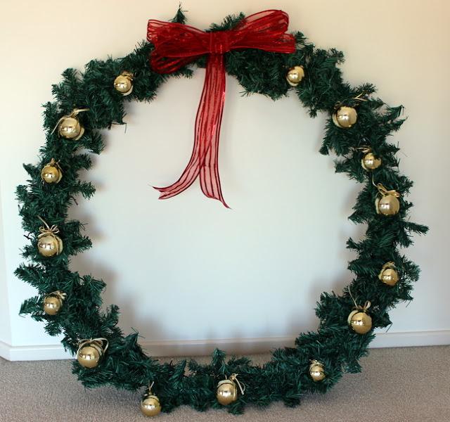 Stylish Settings Giant Christmas Wreath