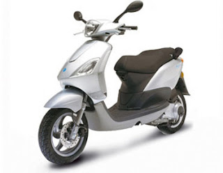 street motorcycle piaggio fly 125 piaggio fly 125 review. Black Bedroom Furniture Sets. Home Design Ideas