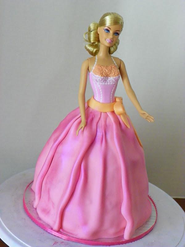 Barbie Fondant Cake Images : Plumeria Cake Studio: Barbie Cake and Cupcakes