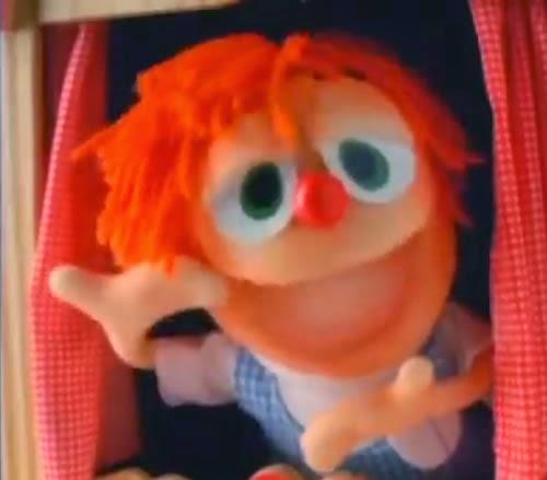 Propaganda do Chambinho em 1993. Uma simpática garota e seu fantoche se divertem na campanha.