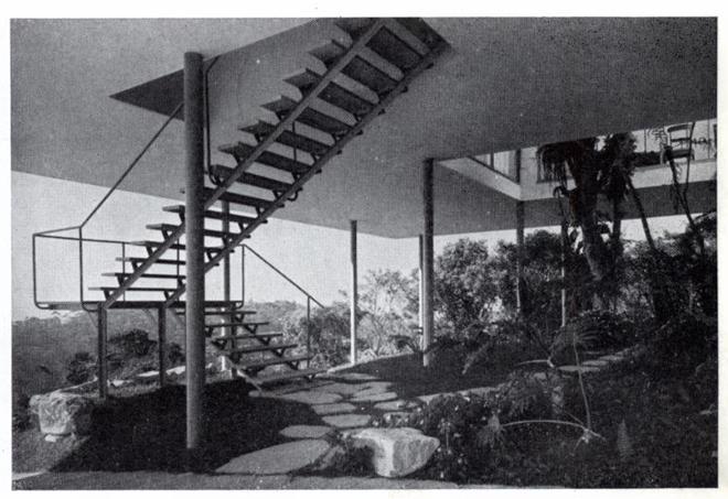 Historia de la arquitectura moderna casa de vidrio lina for Historia de la arquitectura moderna