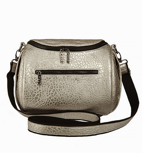 http://www.stylemoi.nu/boston-bag-in-textured-print.html
