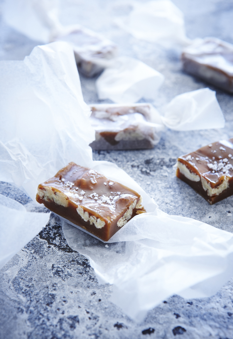 ... and make these gorgeous golden Fleur de Sel pecan caramels this week