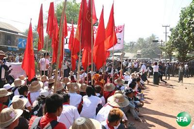 လက္ပံတန္းၿမိဳ႕မွာ ရဲတပ္ဖြဲ႔က ပိတ္ဆို႔ထားရတဲ့ ပင္မသပိတ္စစ္ေၾကာင္းကို မတ္လ ၄ ရက္ေန႔က ေတြ႔ရစဥ္ Photo: Kyaw Zaw Win/RFA